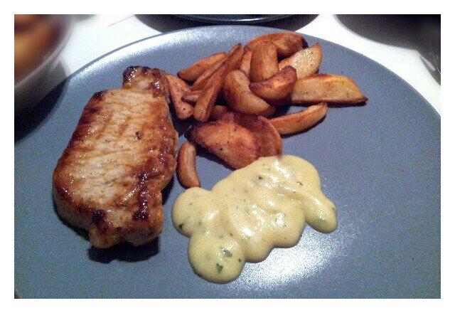 Kotlett med potatisklyftor och laktosfri bearnaisesås
