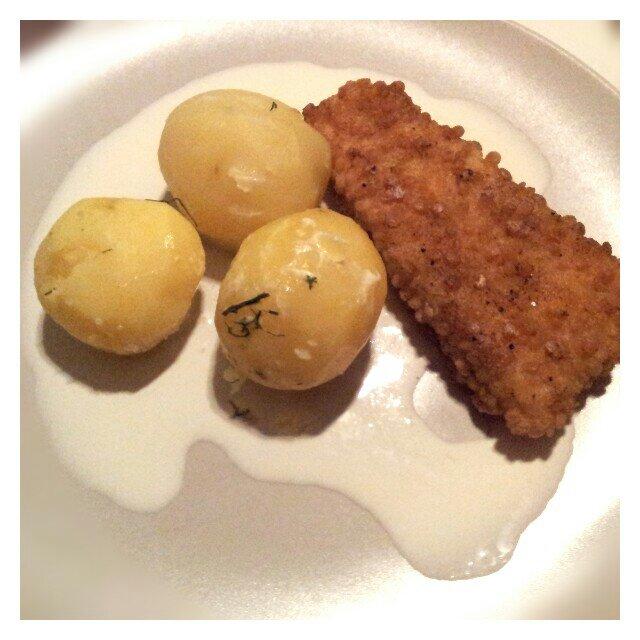 Kokt potatis och laktos- och glutenfria fiskpinnar från findus