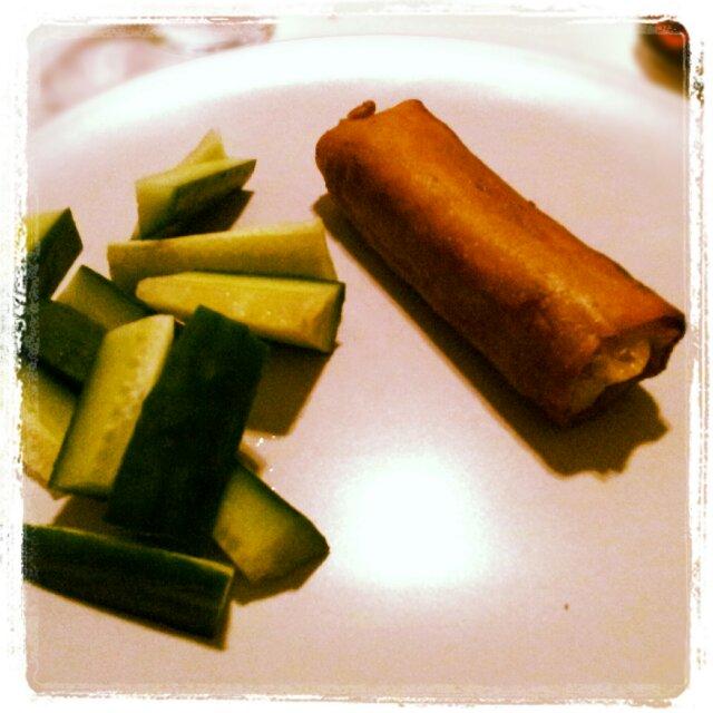 Lördagsmiddag på gurka och daloon klassiska vårrullar