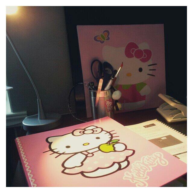 Pluggdags med Hello Kitty som sällskap
