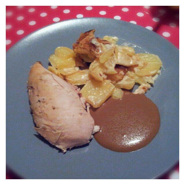 Grillad kyckling med krämig potatisgratäng och sås