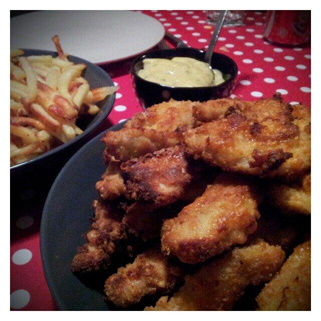 Kyckling fingrar med pommes stripes och Felix bbq sås till fredags middag