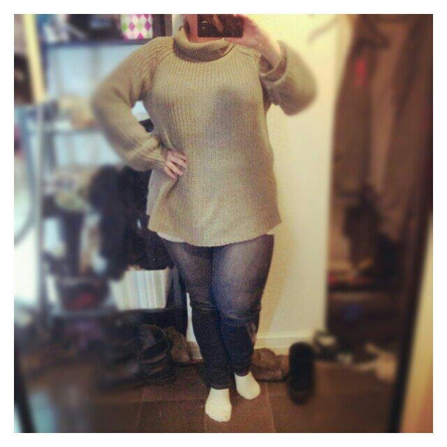 Jag i dagens klädsel, jeans leggings & linne från KappAhl, grå oversize tröja från Gekås (Ullared)