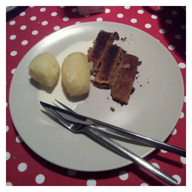 Kokt potatis med lätt brända fiskpinnar och laktosfri grädde