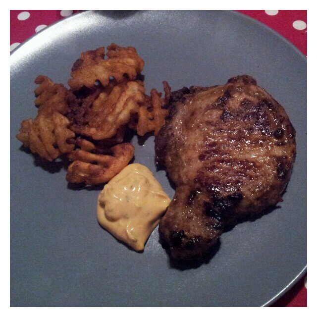 Kotlett med ben, potatisgaller och lohmanders chili bearnaise