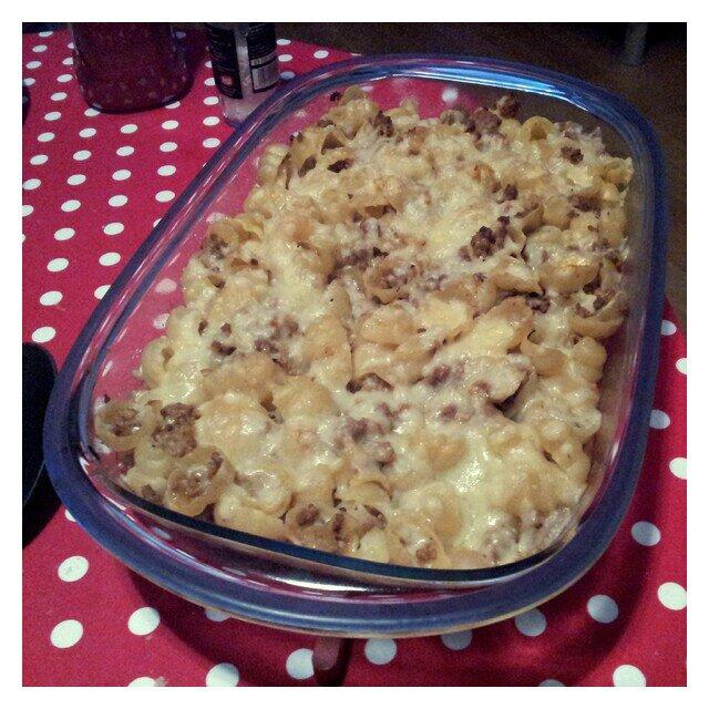 Snäckornas favorittäcke, laktosfri pastagratäng med smak av curry, muskotnöt och hp sås