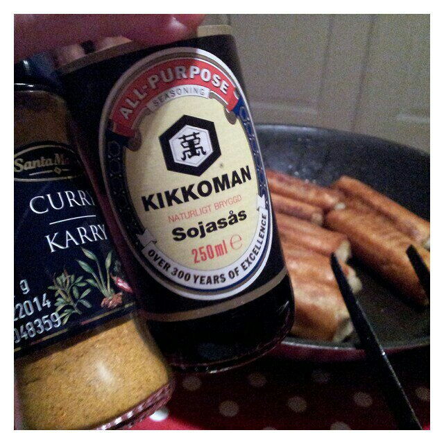 Vårrullar med curry och Kikkomans sojasås