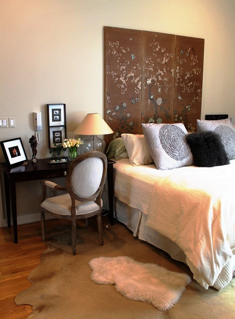Vacker sänggavel av rumsdelare