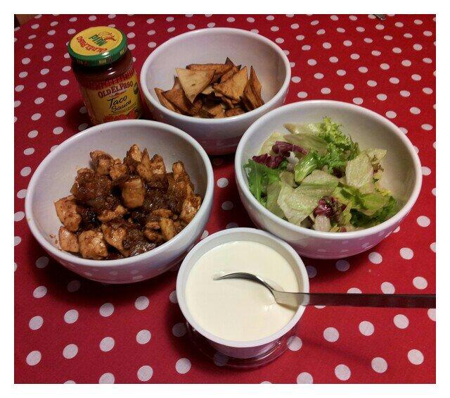laktosfti kyckling fajitas med friterad vetetortillas, bacon, röd- och gullök etc