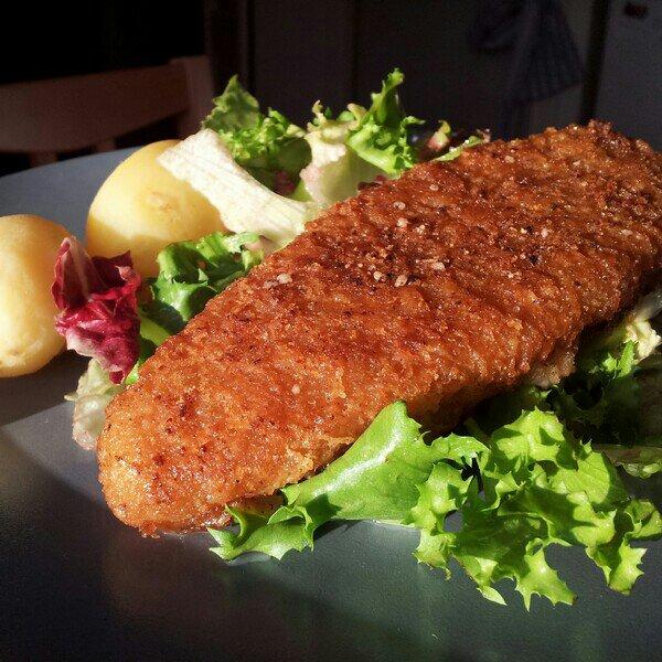 dill kokt potatis, sallad och findus fiskpinnar