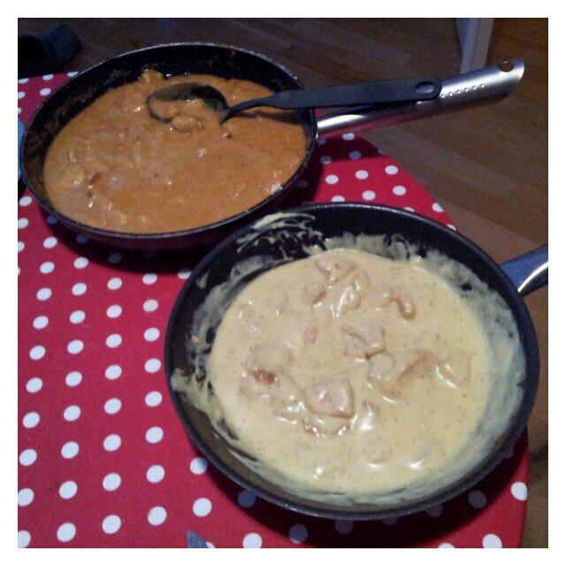 Två olika kyckling curry rätter, Indisk Korma Grytbas och currysås