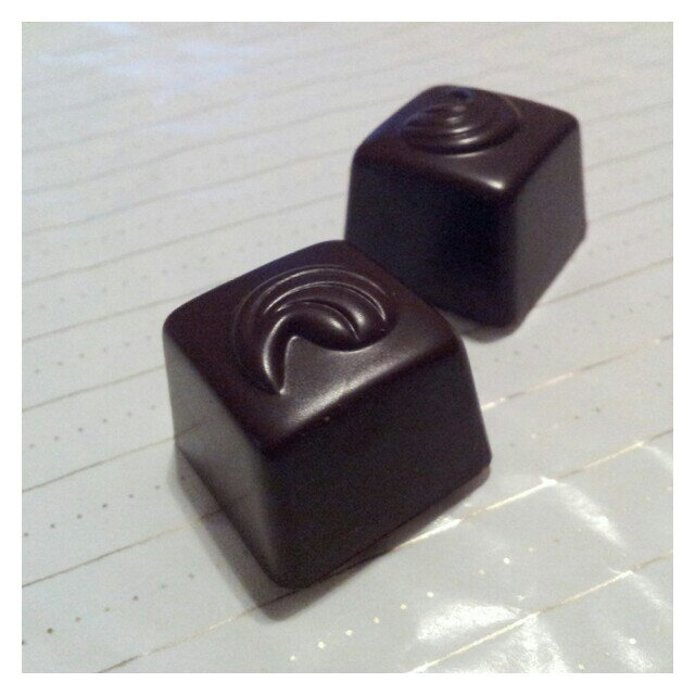 Chokladbitar från Marabous Mörk Aladdin ask
