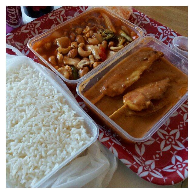 Kung Pao kyckling och kyckling Satay och ris