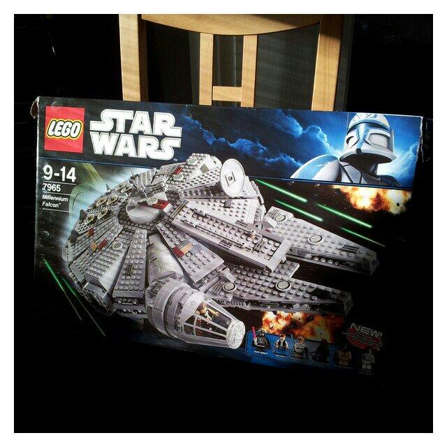 Födelsedagspresent LEGO® Star Wars™ Millennium Falcon