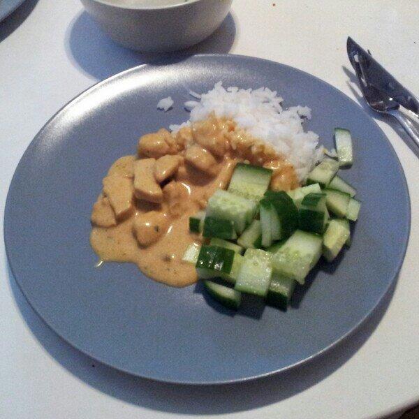 Kyckling curry med jasminris och gurka