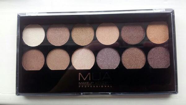 Närbild på 12 Shade Palette Heaven and Earth från Makeup Academy