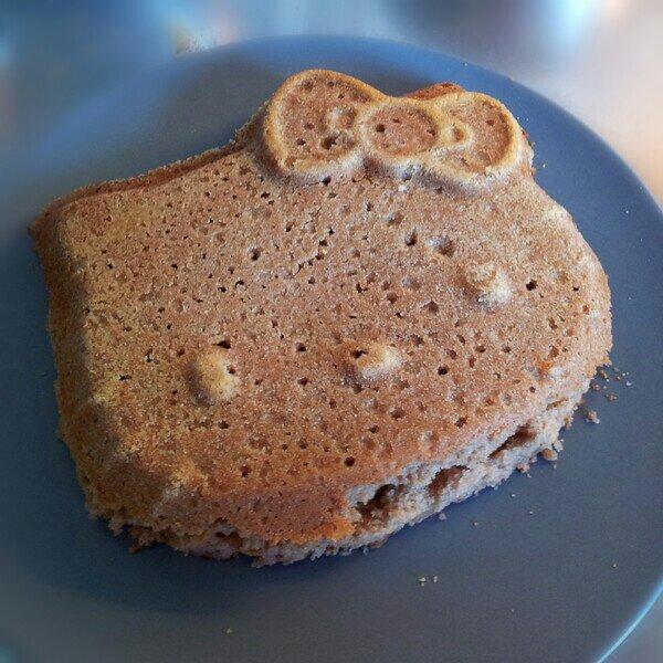 Laktosfri kärleksmums / snoddas kaka i form av Hello Kitty utan kokos