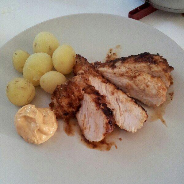 grillad kycklingfile med svensk färskpotatis (mums!) och hot bearnaise från Lohmanders