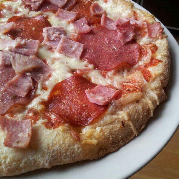 Stenugnsbakad Tradizionale Speciale pizza från Dr Oetker (utan svamp)