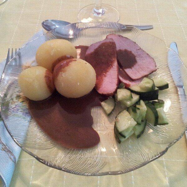 dill kokt färskpotatis med ytterfilé och gudomlig sås