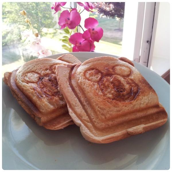 Mickey Mouse varma mackor, hot toast