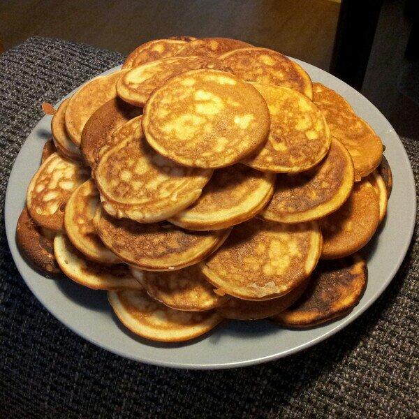 Laktosfria amerikanska pannkakor stekta i plättjärnet