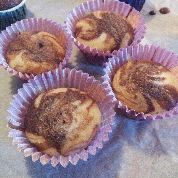 Laktosfria minicupcakes i choklad och vaniljsmak