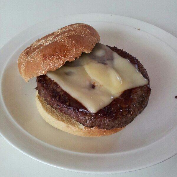 Angus hamburgare i frisco bröd och ost