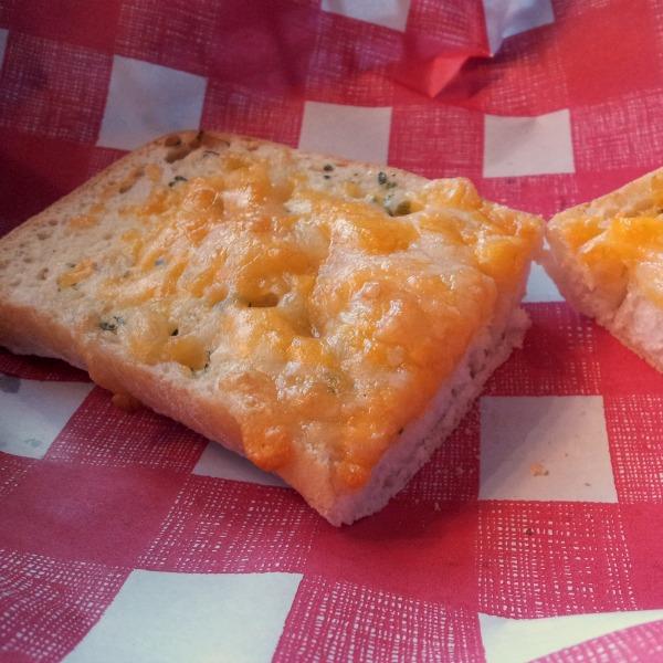 Vitlöksbröd med ost på Jensens böfhus på Emporia