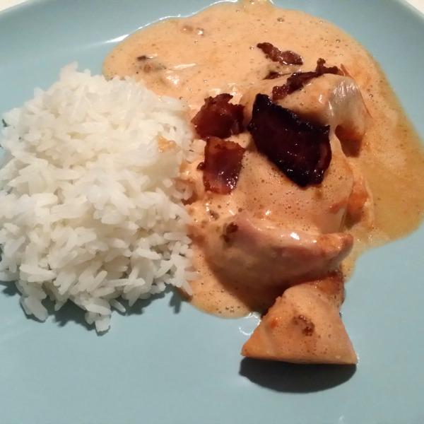 Laktosfri frlygande jacob (kycklinggratäng med chilisås, grädde och banan samt bacon & jordnötter)