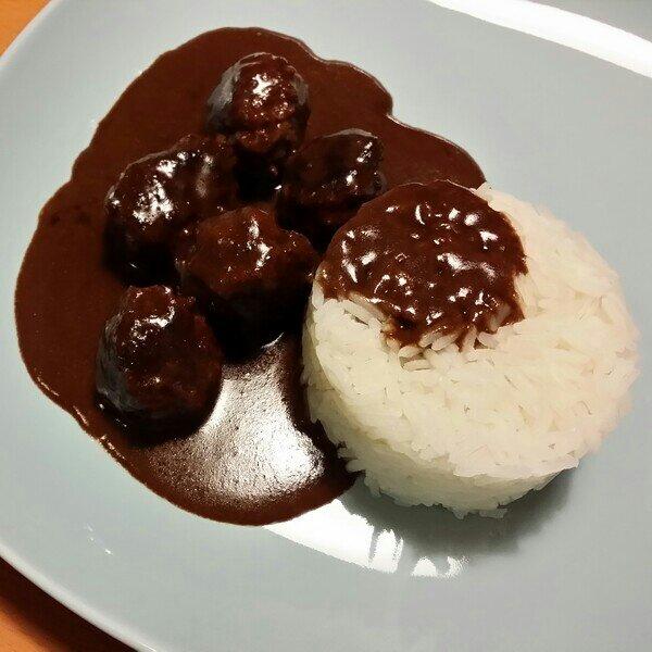 Laktosfria köttbullar med sås och ris