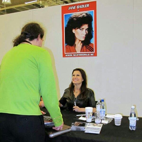 Jane Balder känd som Diana i serien V