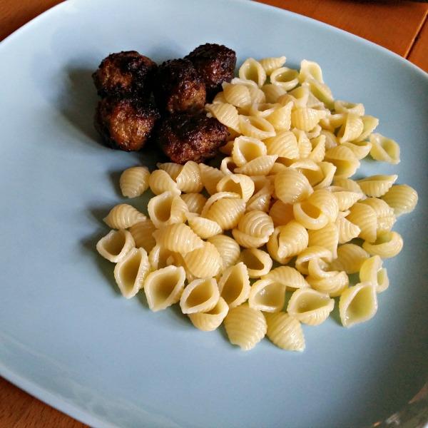 hemlagade köttbullar med pasta snäckor