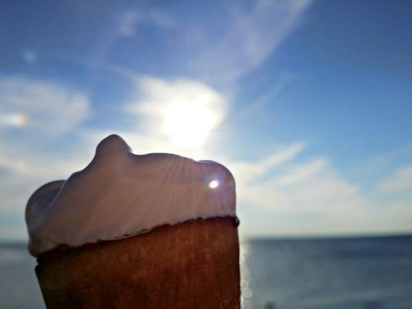 Laktosfri blåbärs glass i solnedgången i Viken