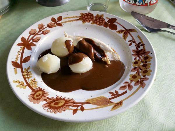 Lördags middag hos mamma, laktos och glutenfri brun sås till kycklingfile och kokt potatis