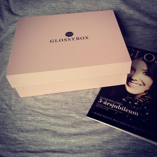 Idag kom min första glossybox sedan Fazer & Glossyboxs geisha special box.