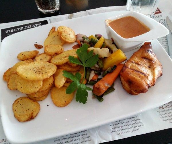 Sen lunch / tidig middag på Jensens Böfhus i Stockholm, kycklingbilff med stekt potatis och favoritsås