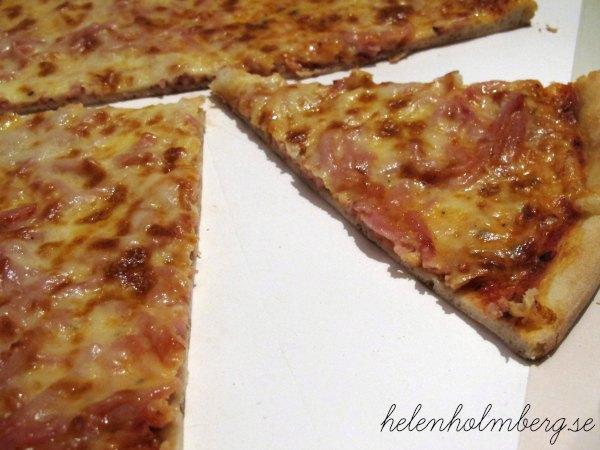 Söndags middag vesuvio med mossarella ost på från pizzeria Torino i Helsingborg