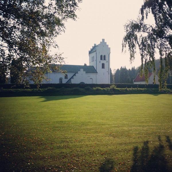 Fin höstdag vid Mörarps kyrka