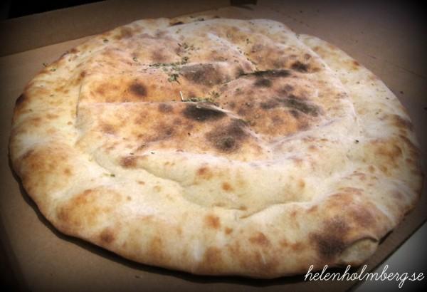 tefats pizza, dubbelinbakad, från Mörarps gatukök & pizzeria