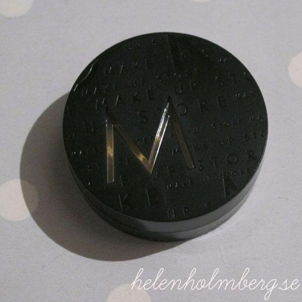 Glossybox Sweden oktober pop art edition, Fullsize Make Up Store High Tech Lighter, nyans Sundus pris ca 155 kr