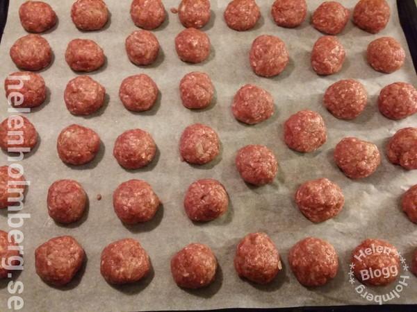 laktosfria köttbullar på nötfärs, ägg, skorpmjöl, mjölk, lök och kryddor
