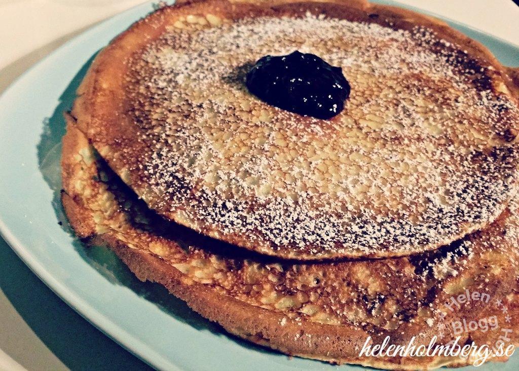 laktosfria pannkakor med drottningssylt och florsocker
