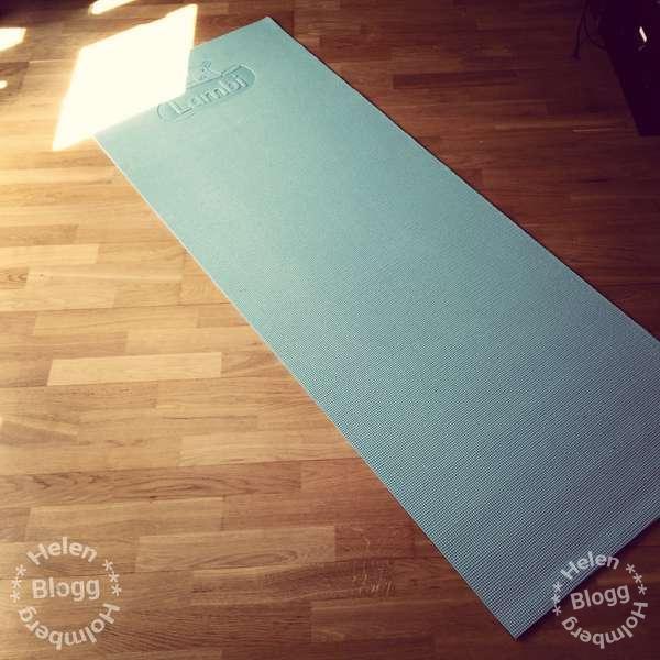 Min söta blåa yoga matta från Lambi