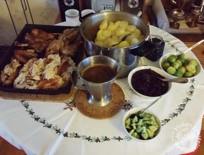 juldagens kalkonmiddag med goda tillbehör