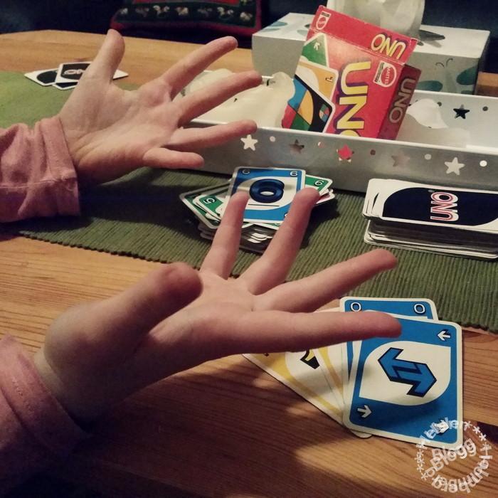 uno spelkväll med syskonbarnen