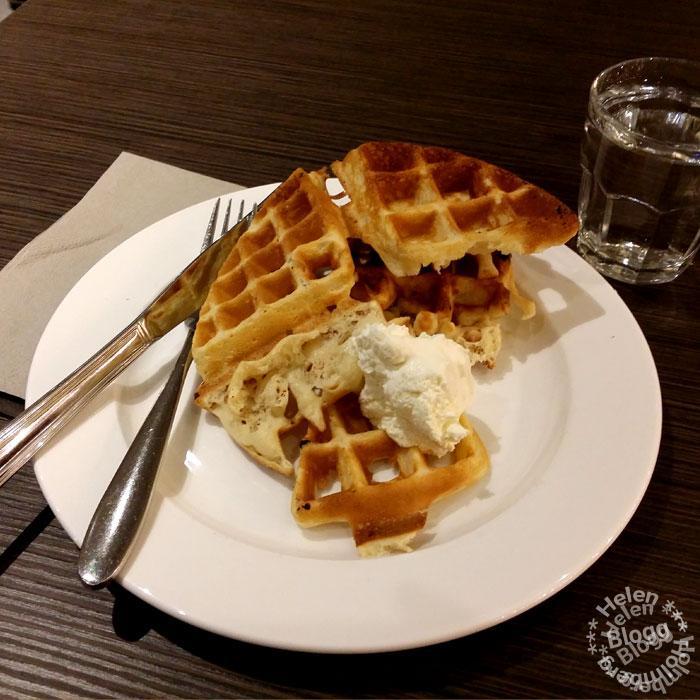Frukost våfflor på Scandic frukostbuffé