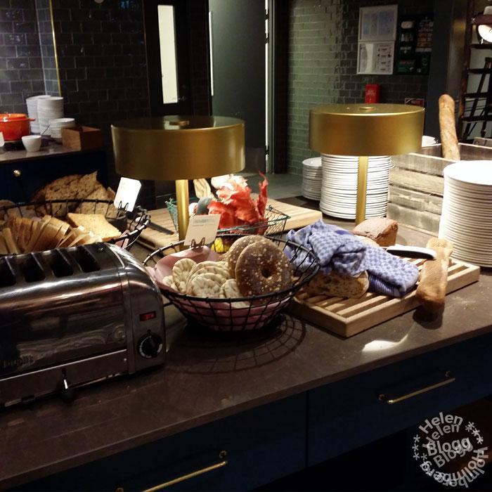 Många sorters bröd på Scandic Triangelns frukostbuffé