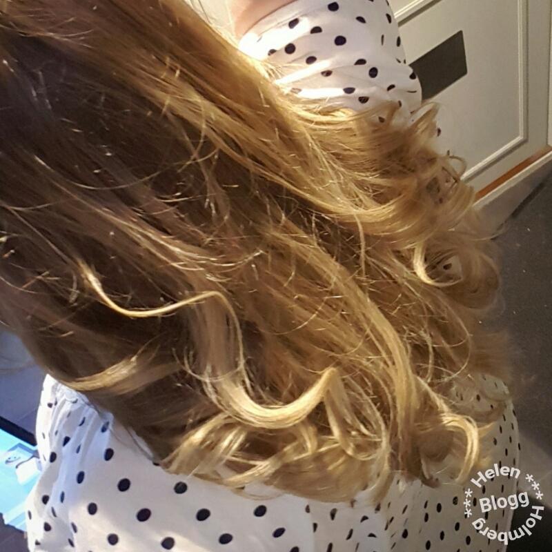 Helen J Holmberg nyklippt och lockat hår i ljus baylage
