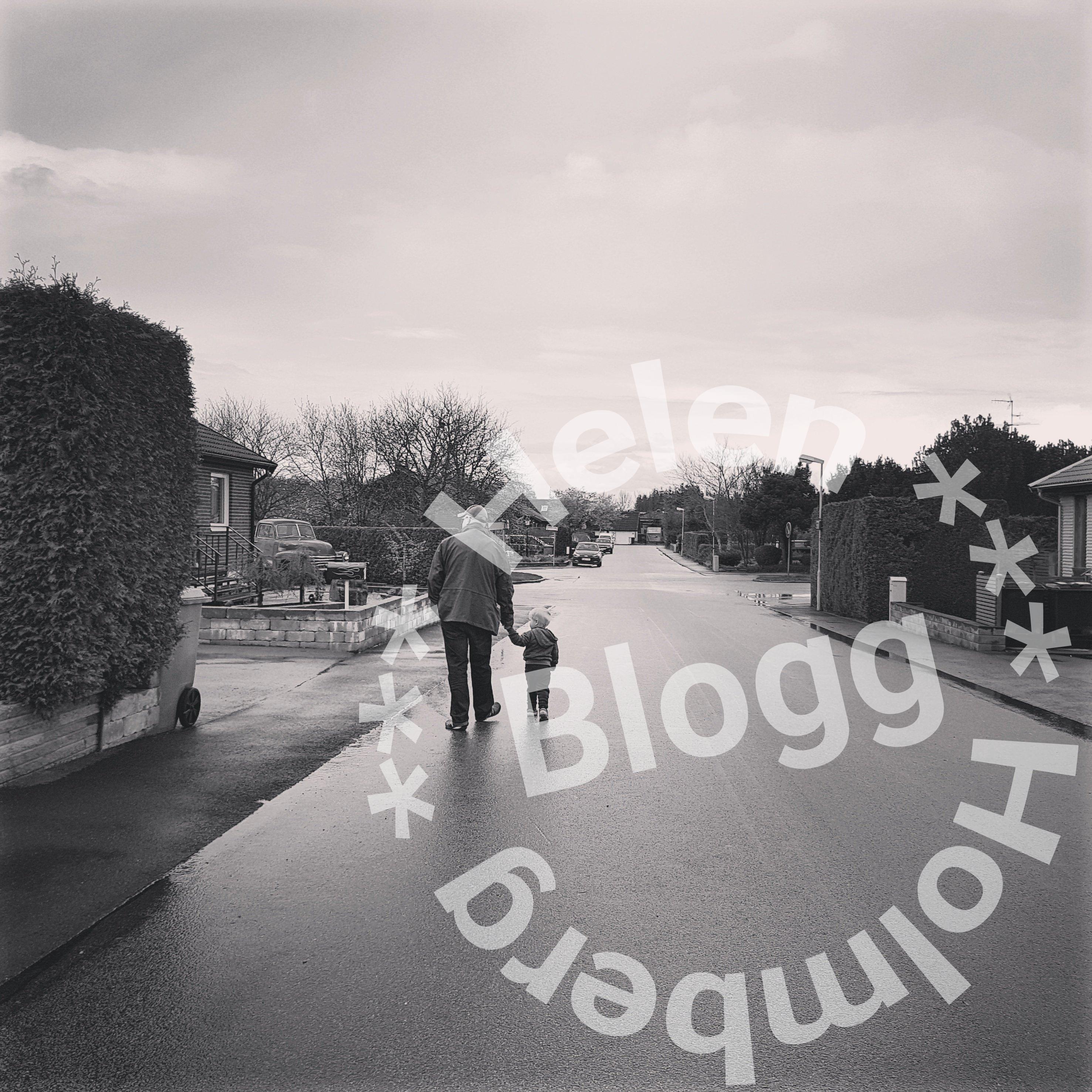 Maken och lilla brorsonen på promenad i Mörarp under helgen